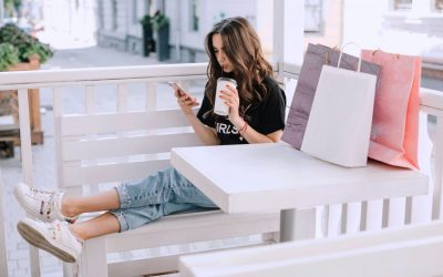 Customers Use Mobile Phones To Shop